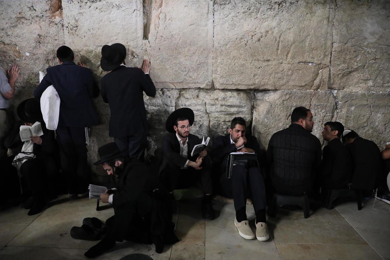 Israel aplaza entrada de turistas por virus