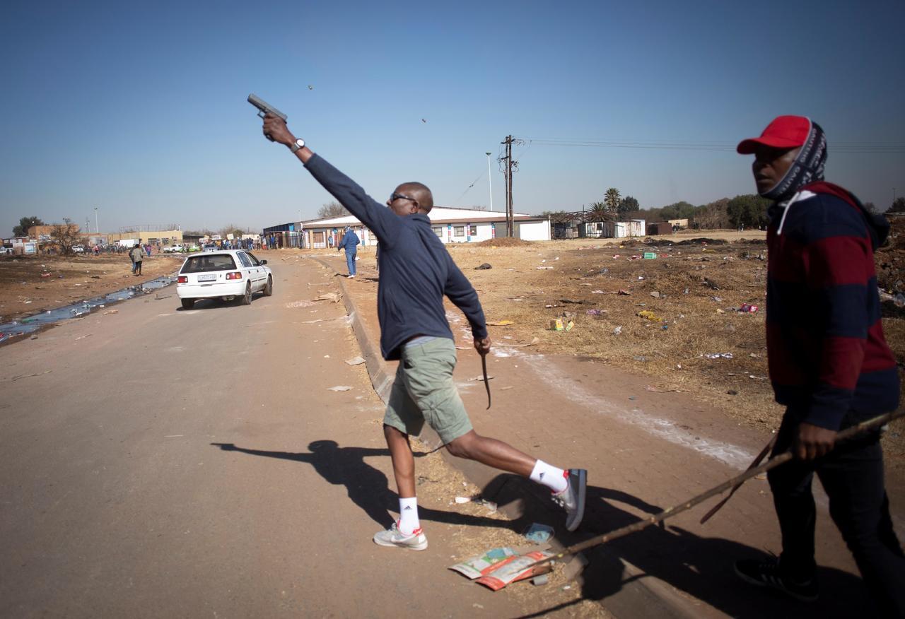 Sudáfrica arresta a 3,407 por disturbios y saqueos