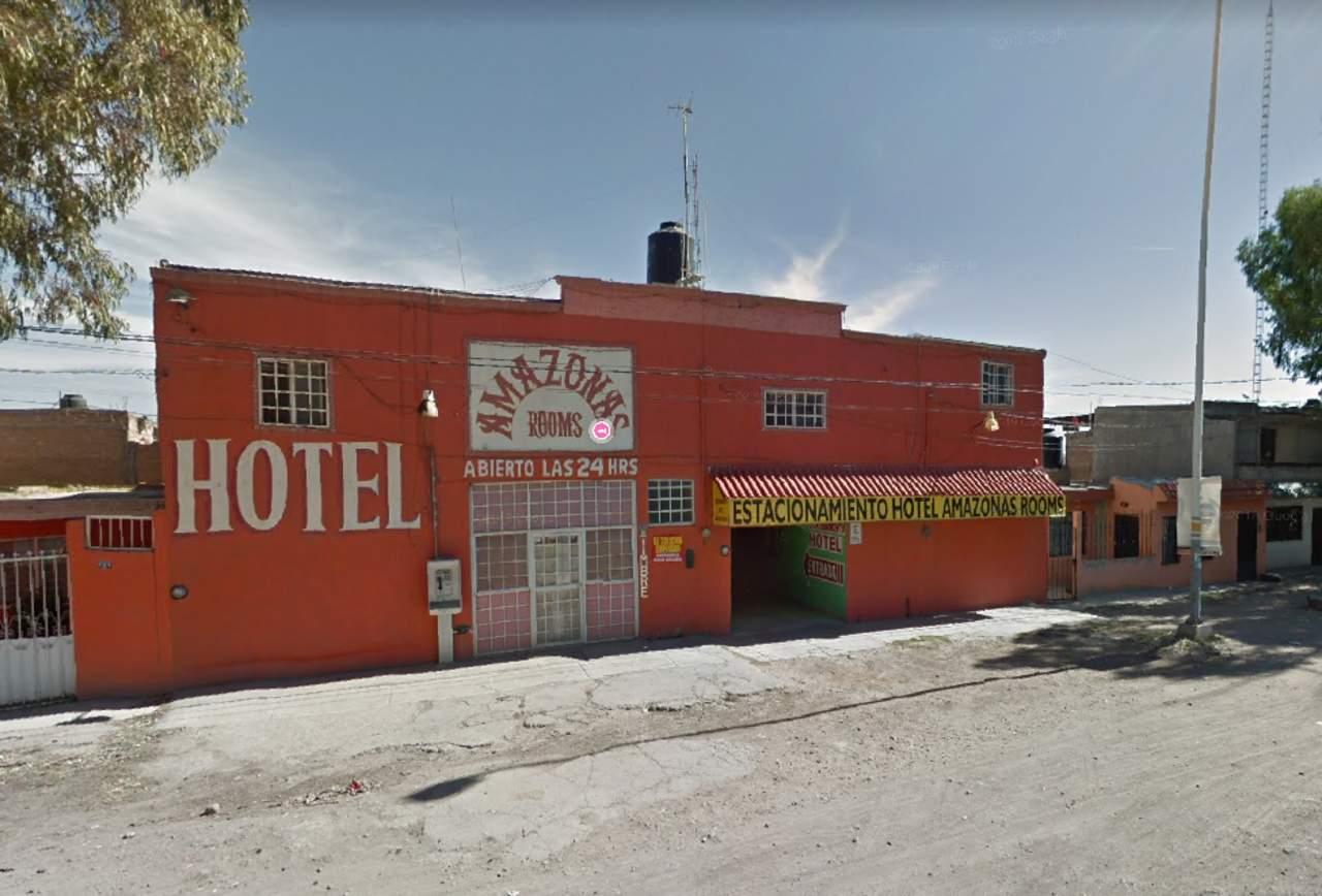 Sujeto asalta un hotel con navaja en mano