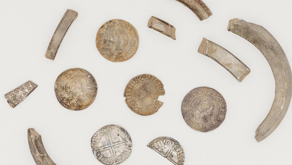 Tesoro vikingo con 100 piezas de plata es descubierto en una isla británica