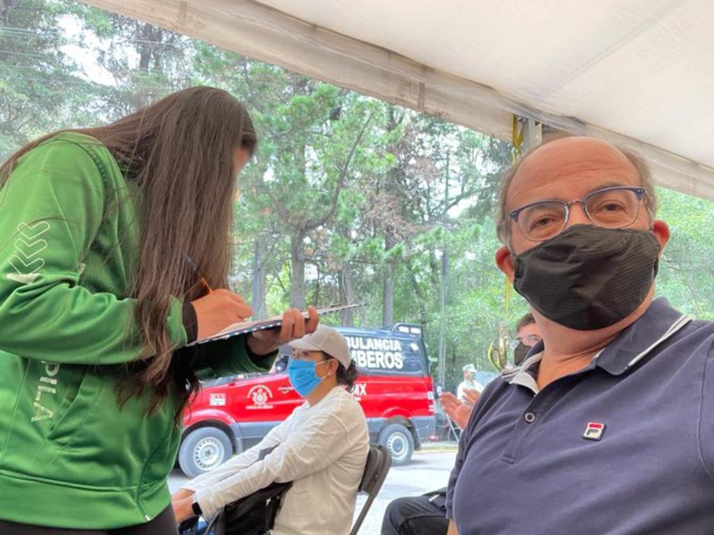 Felipe Calderón recibe segunda dosis antiCOVID; manifiesta su preocupación por el manejo de la pandemia en México