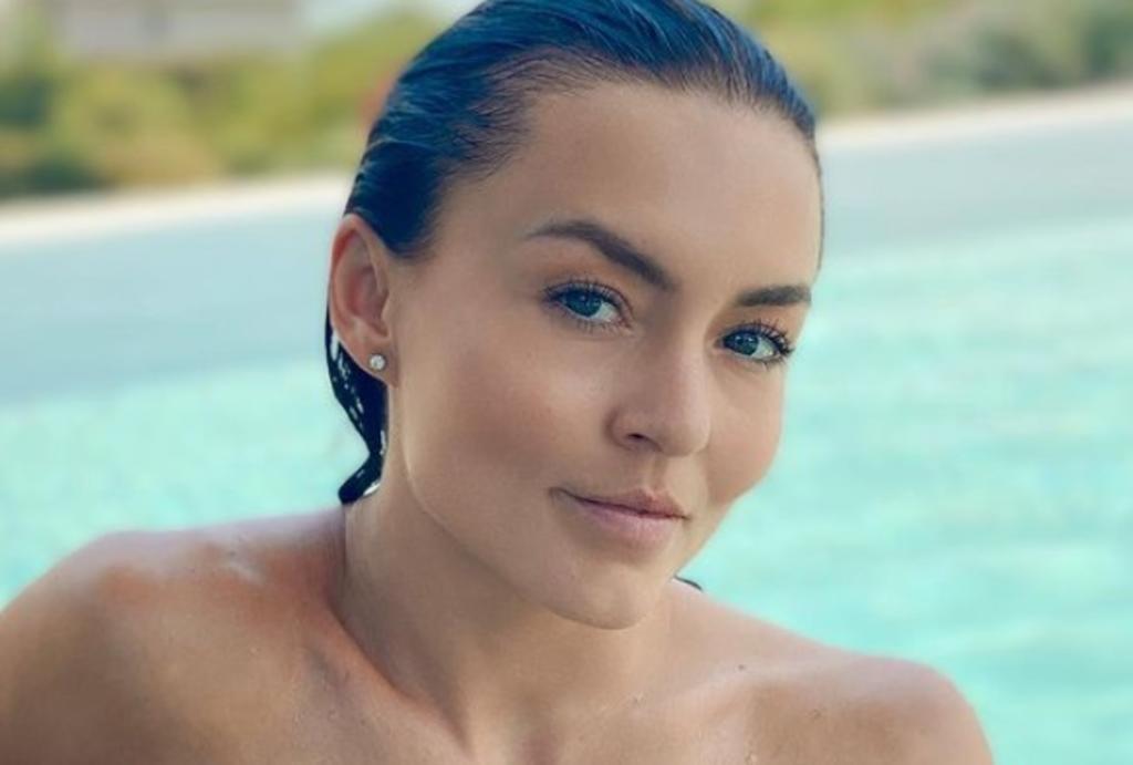 Angelique Boyer 'asolea' sus curvas en traje de baño