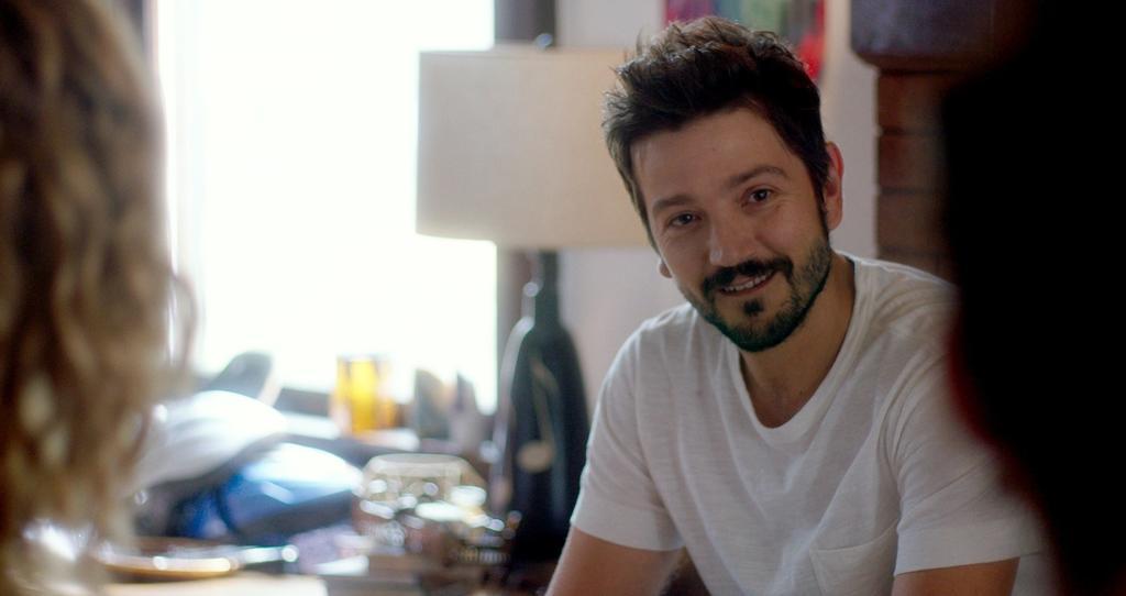 Diego Luna debuta como director de series para Netflix