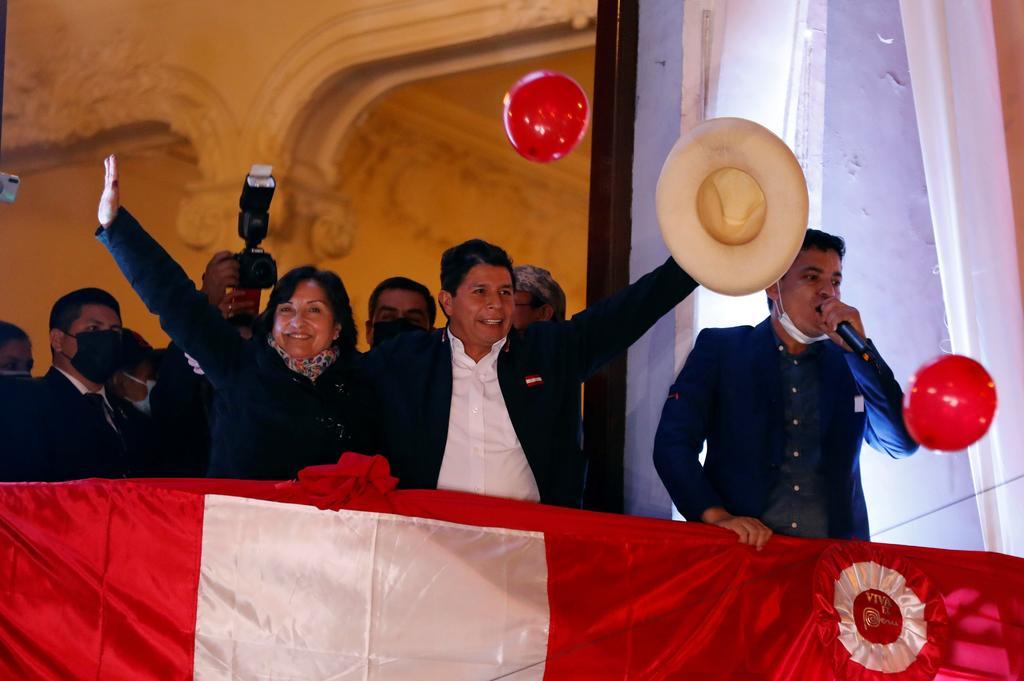 'Nos da muchísimo gusto el triunfo de Pedro Castillo en Perú', dice AMLO