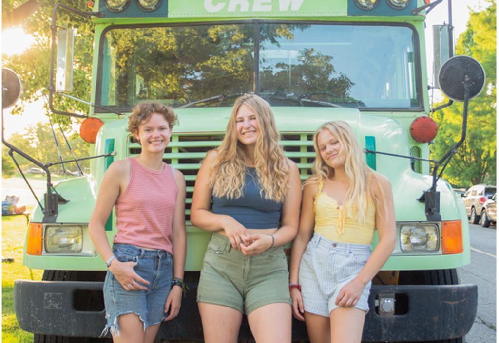 Tres mujeres se dan cuenta que salían con el mismo hombre; se van de viaje juntas