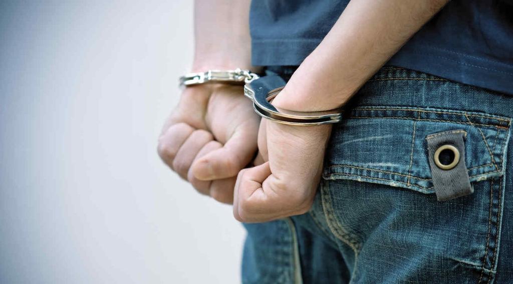 Hombre pretendía reunirse con una niña de cuatro años y termina arrestado por la policía