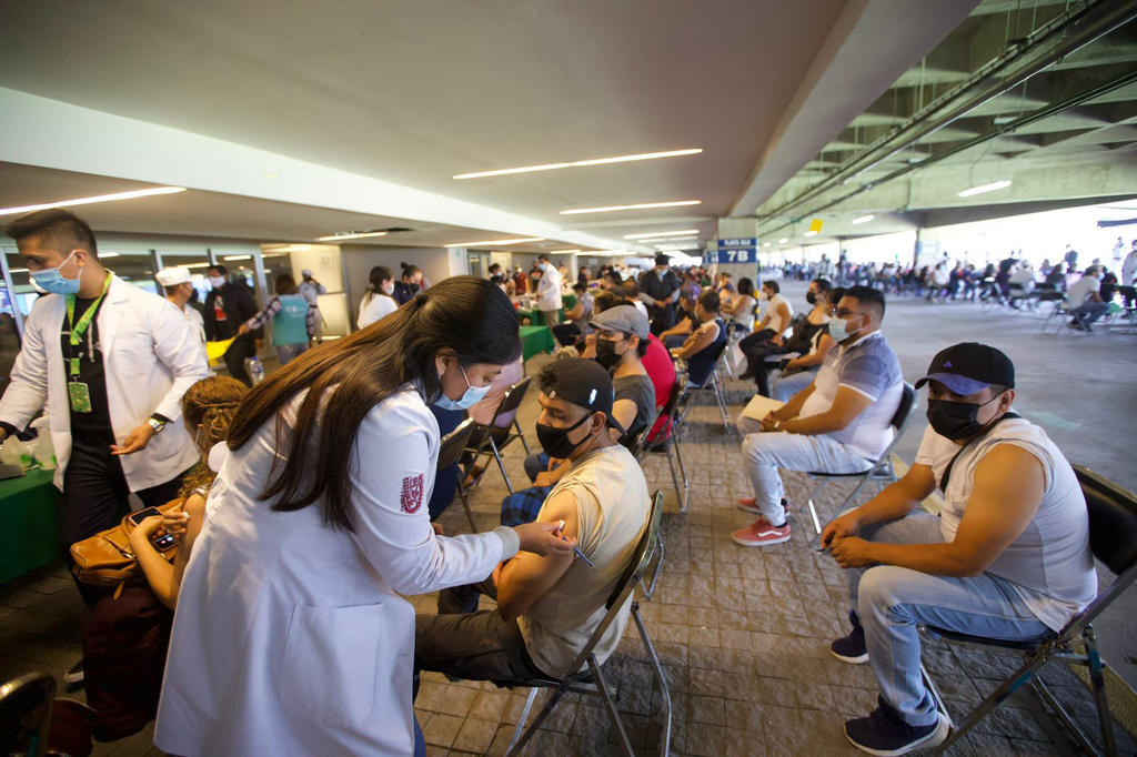 México reporta más de 13 mil contagios nuevos a COVID; mayor cifra desde enero