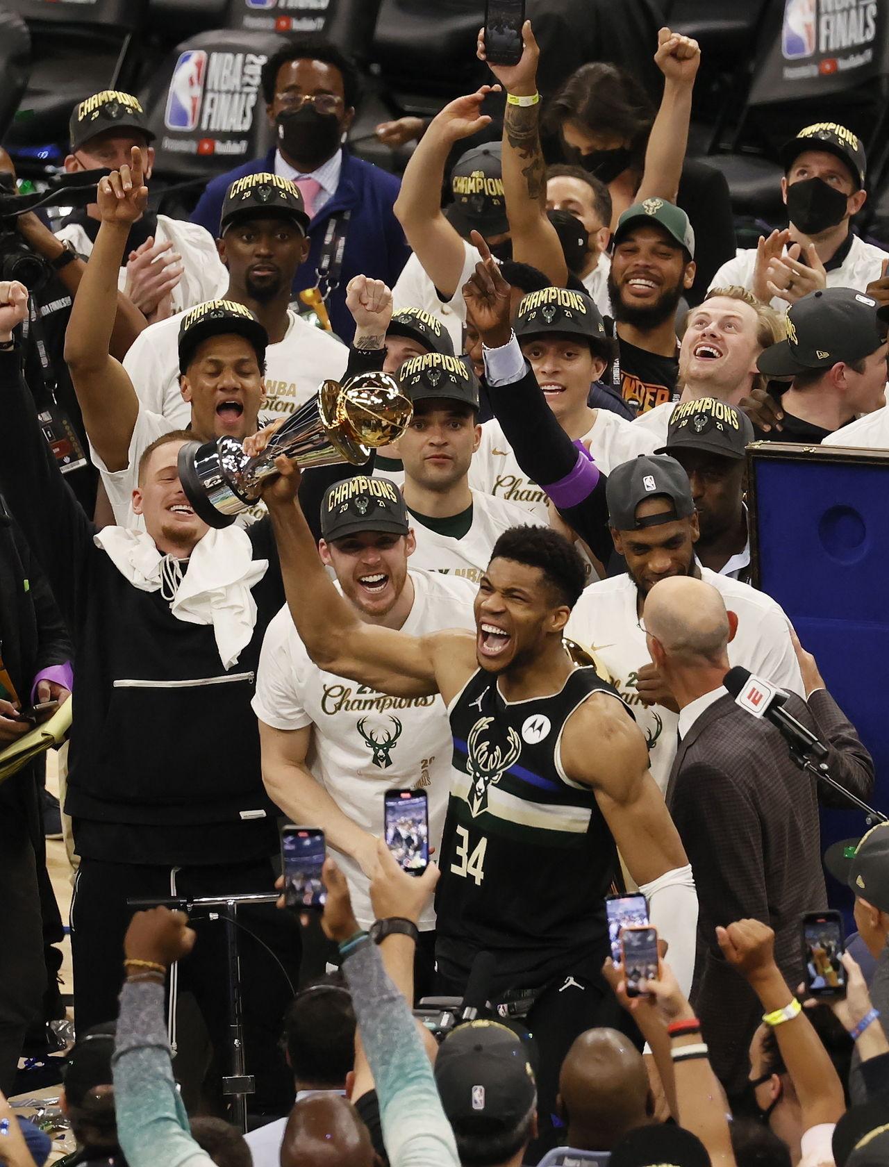 ¡Bucks, campeones!