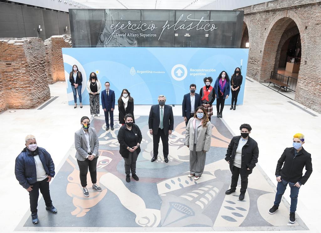 Argentina reconoce la identidad a las personas no binarias