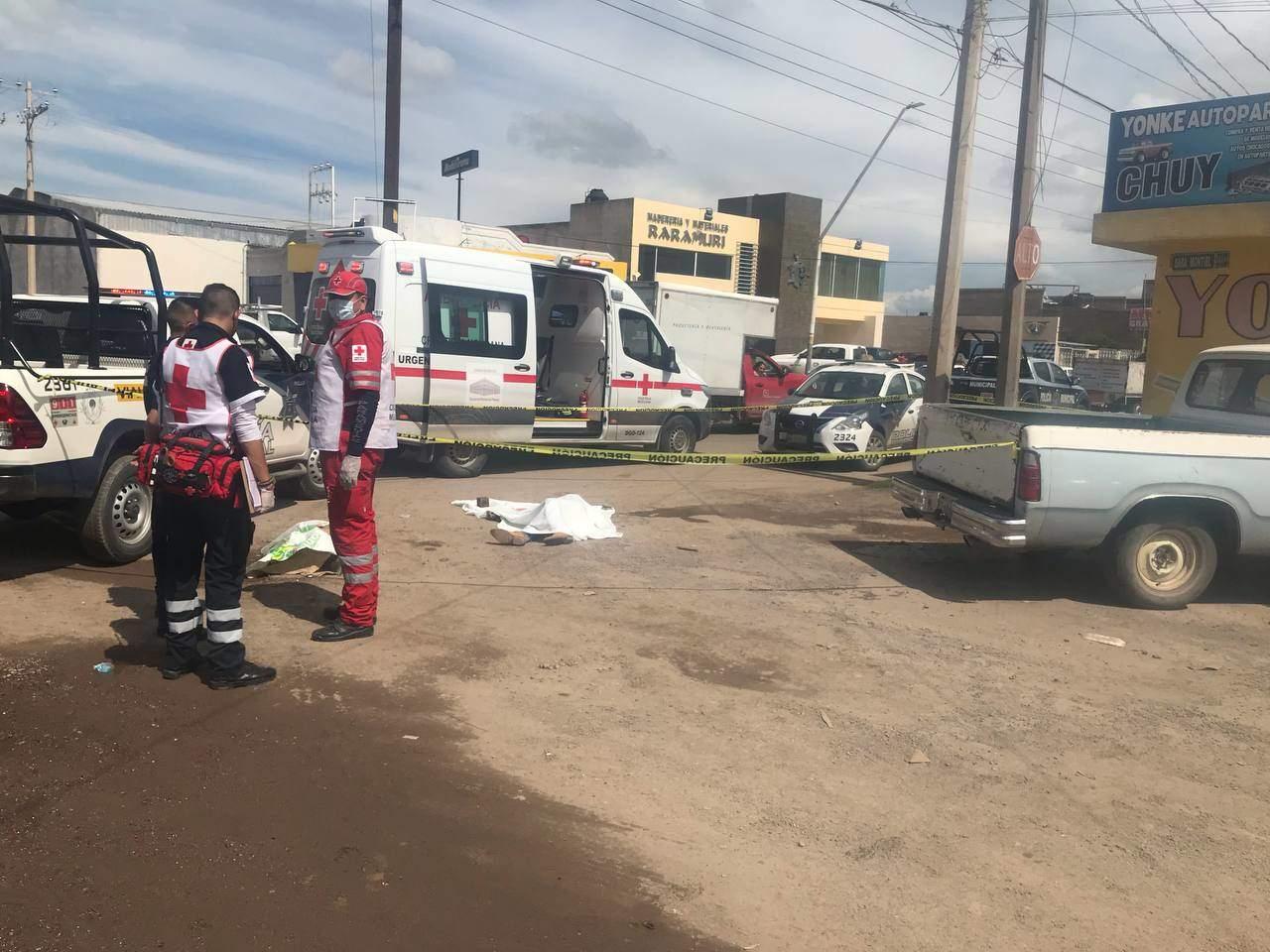 Camión volteo arrolla a varón en Jardines de Cancún