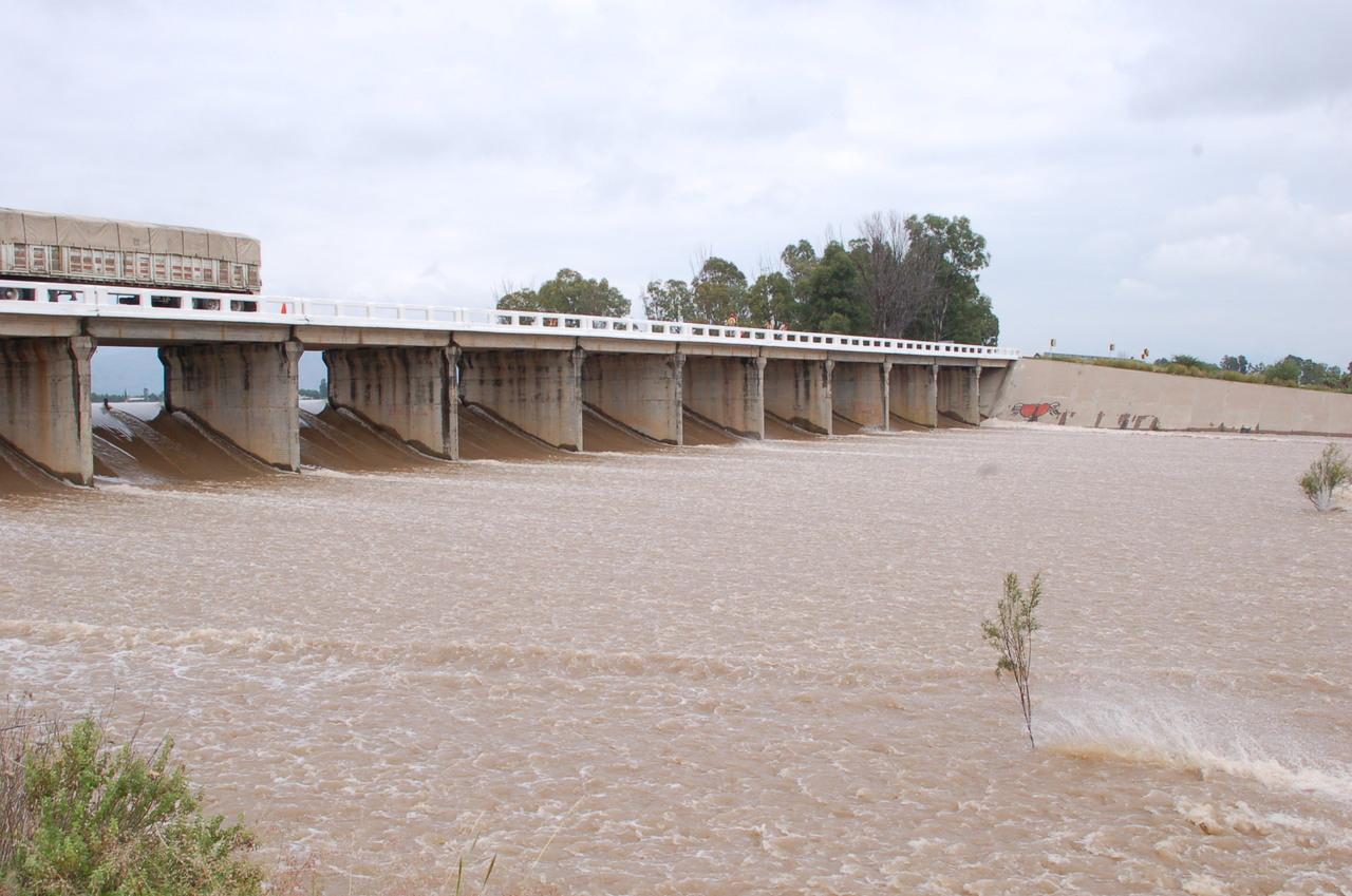 Ya derraman cuatro presas en Durango
