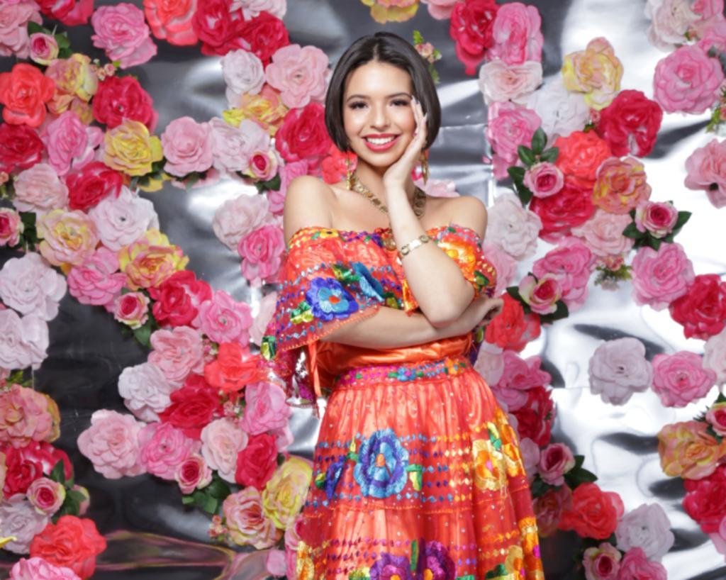 Sin ser vulgar ni grosera, Ángela Aguilar triunfa en la música