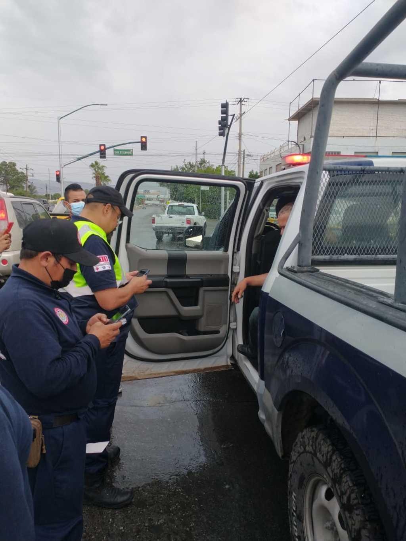 Elementos de Gómez Palacio evitan suicidio de hombre que pretendía lanzarse de un puente