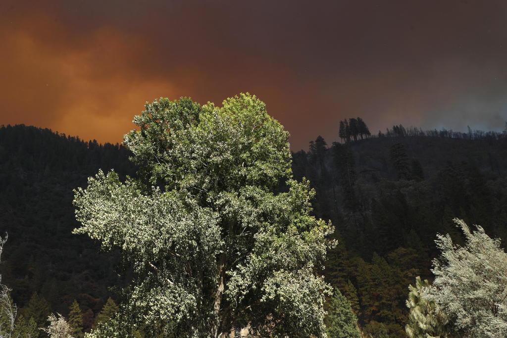 El incendio del lago Tahoe en California sigue creciendo; ya llegó a Nevada