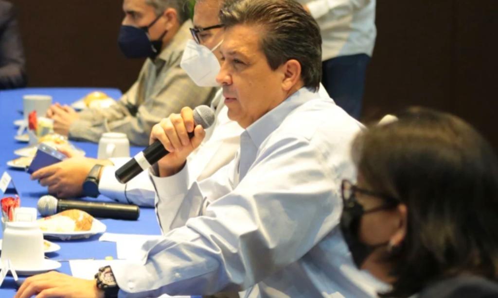INE ordena a Cabeza de Vaca borrar videos en Facebook por consulta