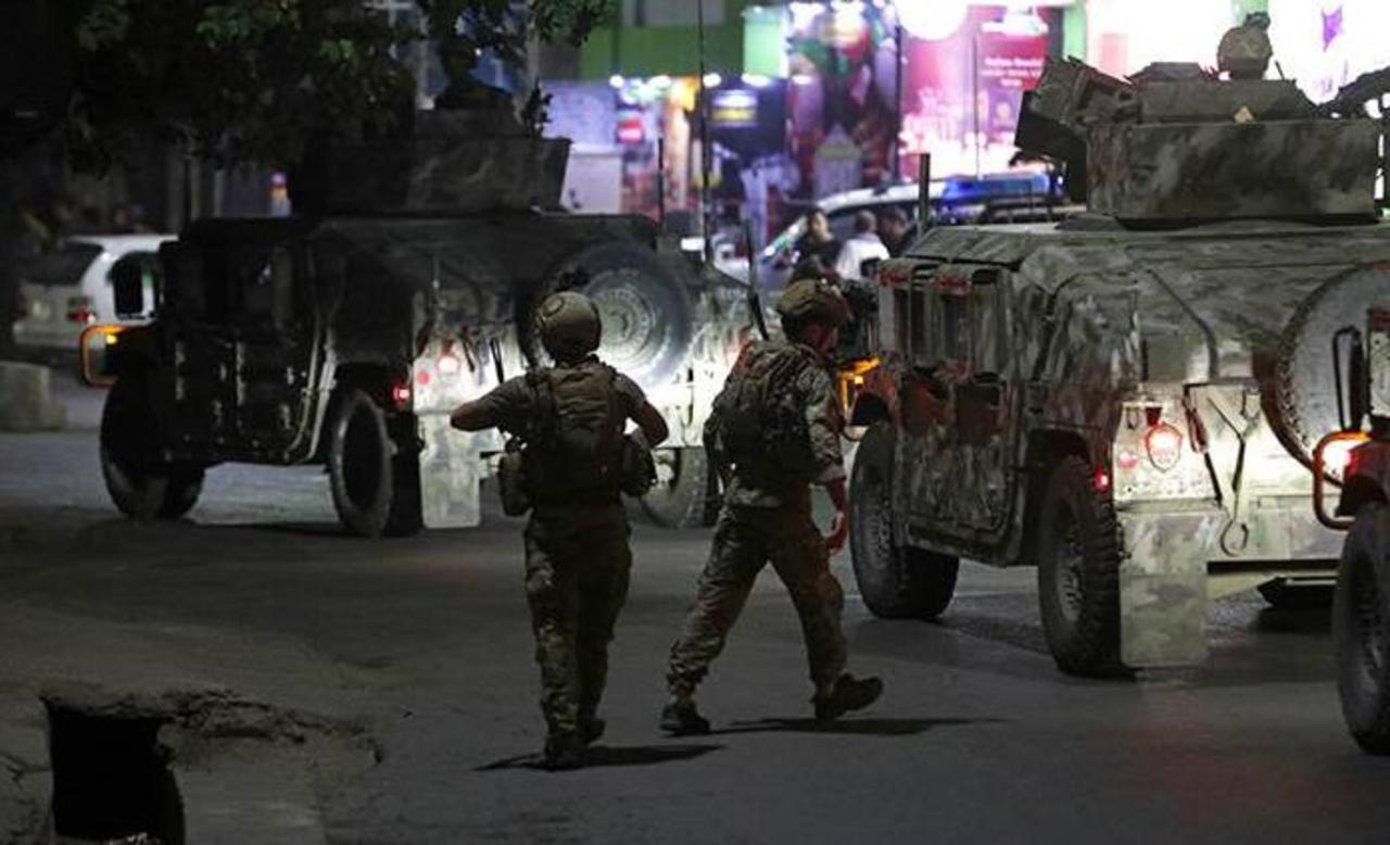 Mueren 8 en ataque a ministro afgano