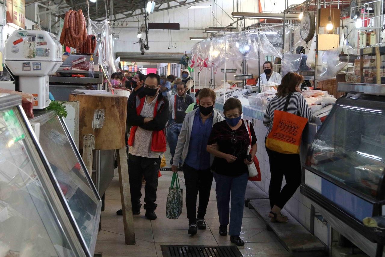 Repunte de pandemia frena mejoría económica
