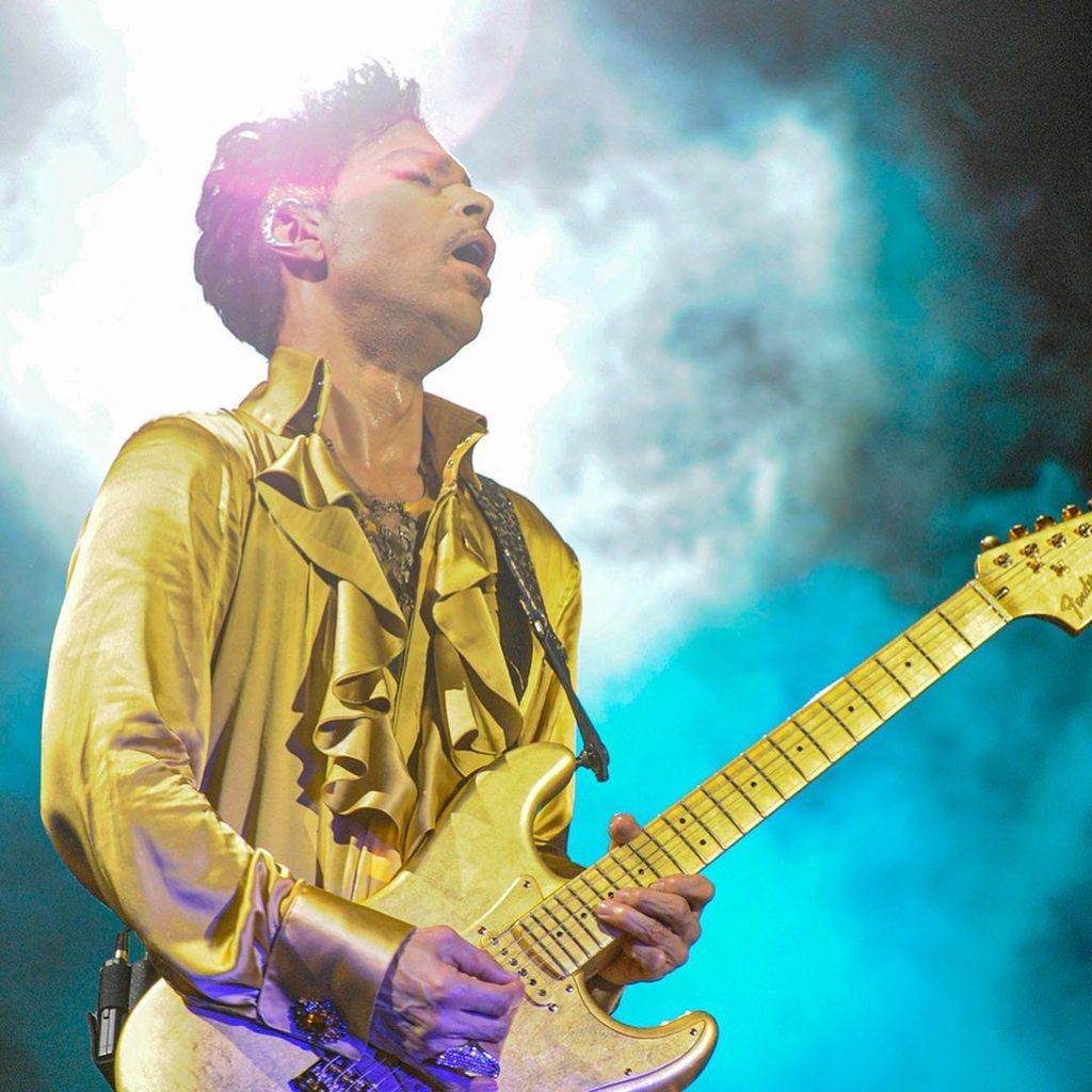 Herederos de Prince se deshacen de la mitad de su música