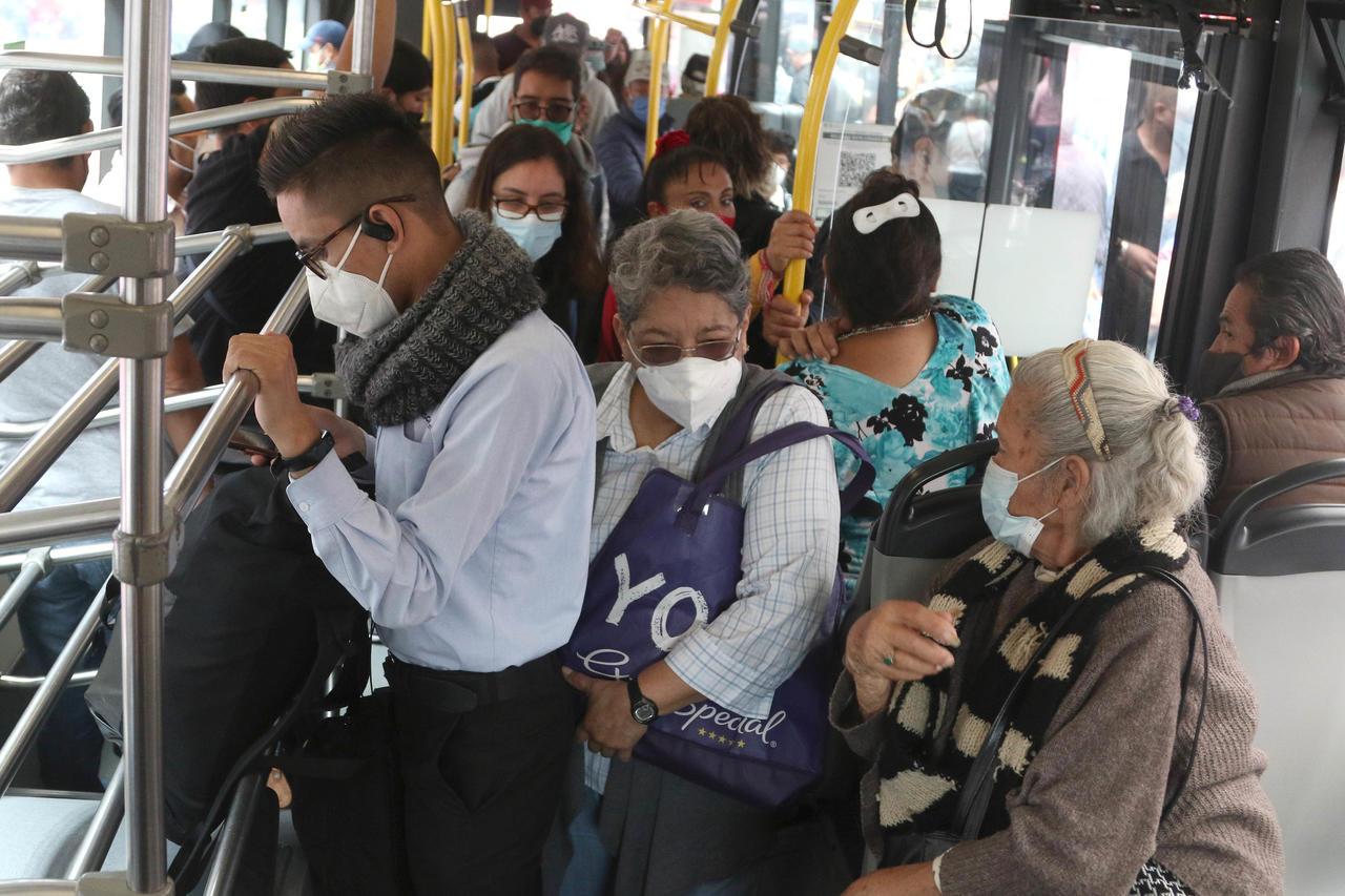 México detecta más de cinco mil contagios nuevos de COVID