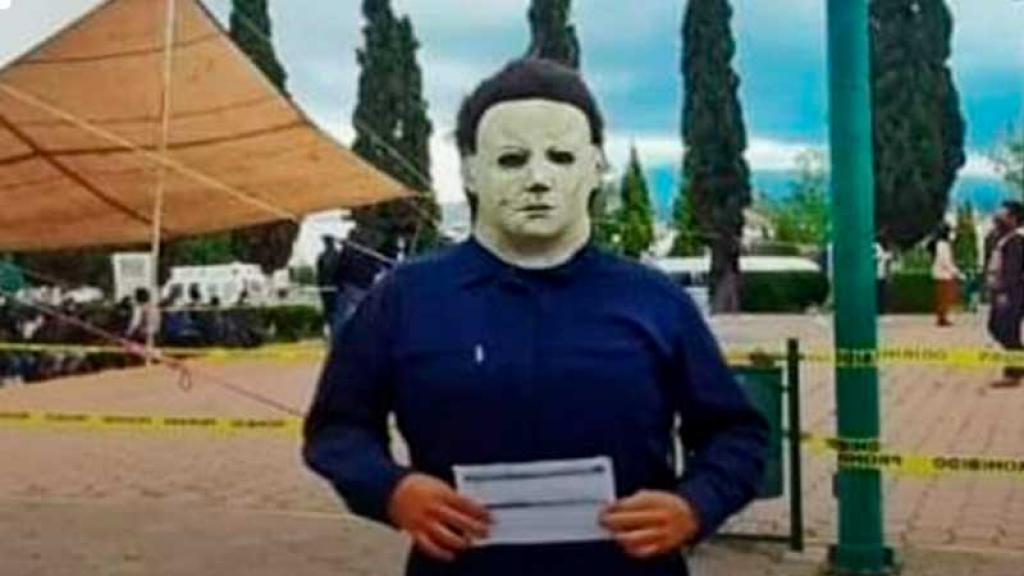 Hasta 'Michael Myers' acudió a vacunarse contra COVID-19 en Nuevo León