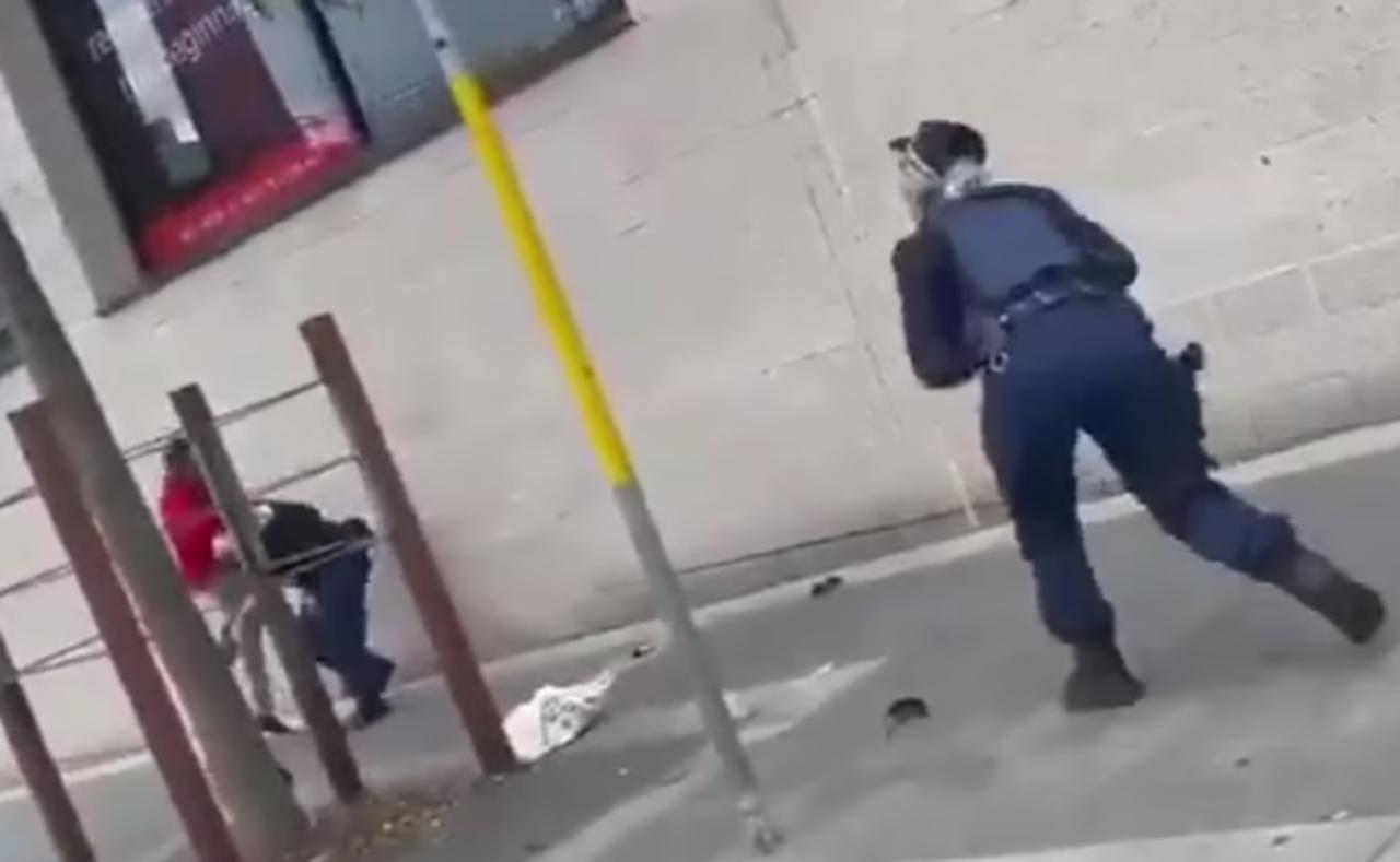 Oficial de policía es atacada por un hombre que no respetó el confinamiento en Australia