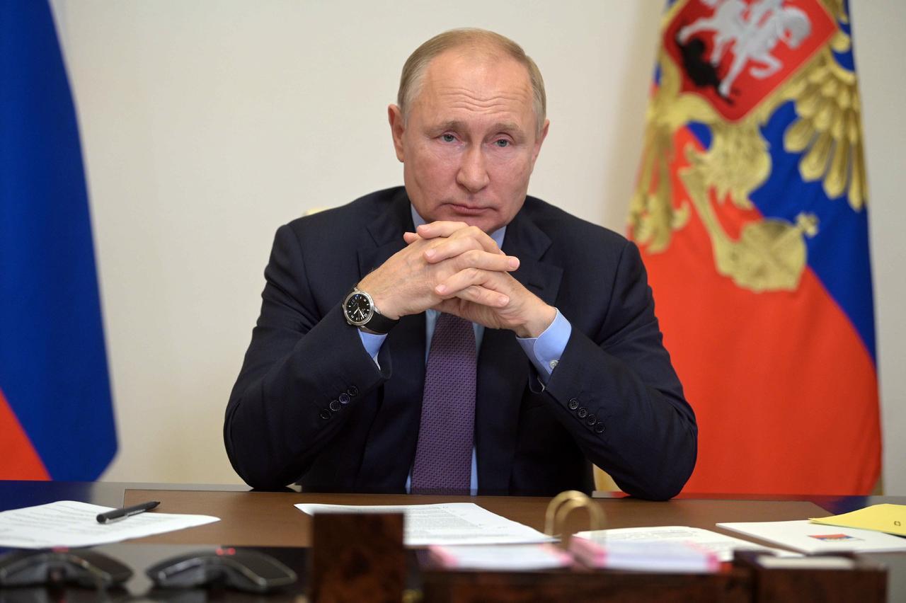 El presidente de Rusia, en cuarentena, impulsa ayudas sociales a tres días de las elecciones legislativas