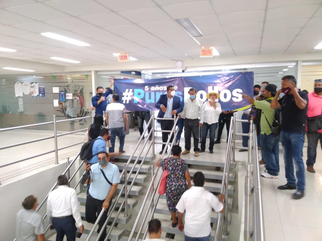 Pacíficamente exigen acelerar trámites de programas en Gómez Palacio