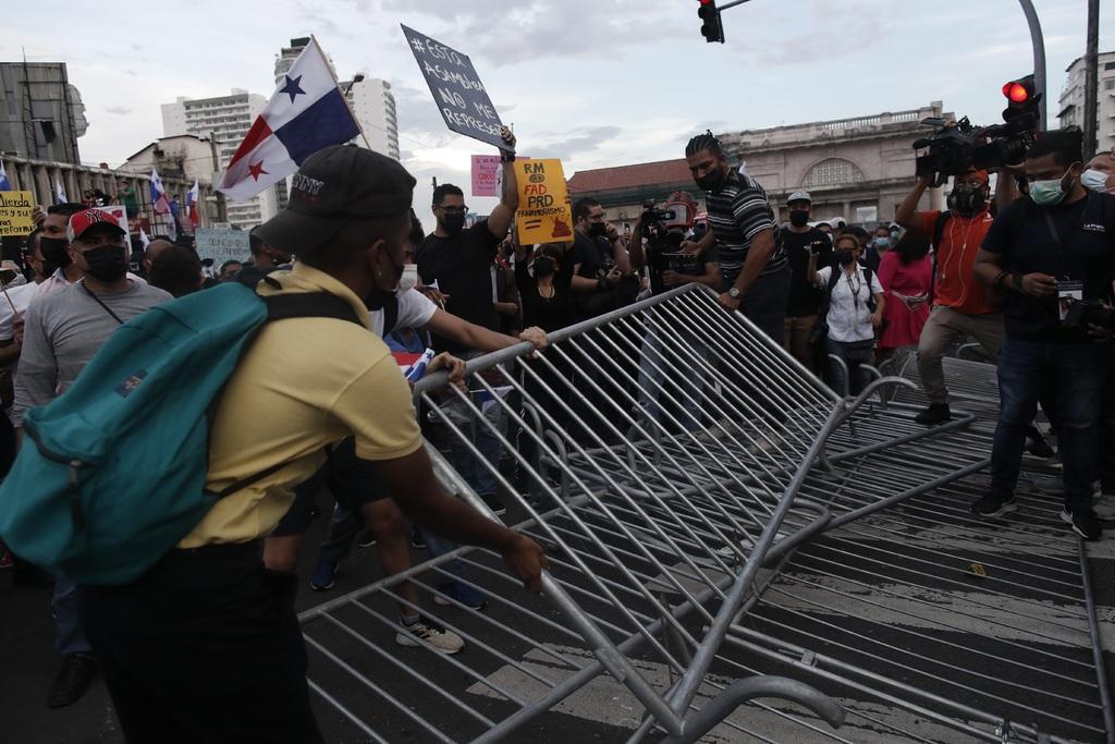 Panameños protestan contra reformas a Ley Electoral