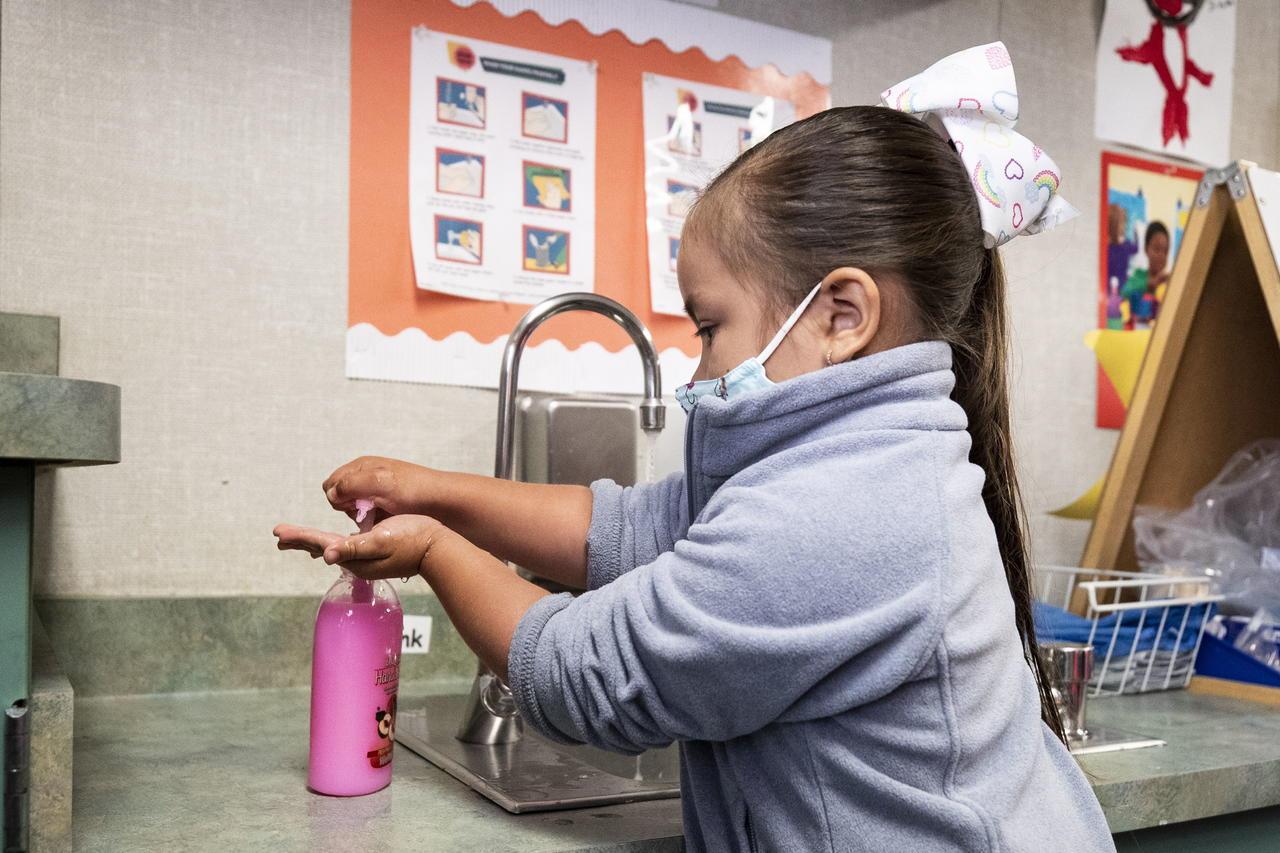 Más de 1.9 millones de menores se han contagiado de COVID-19 en América en 2021