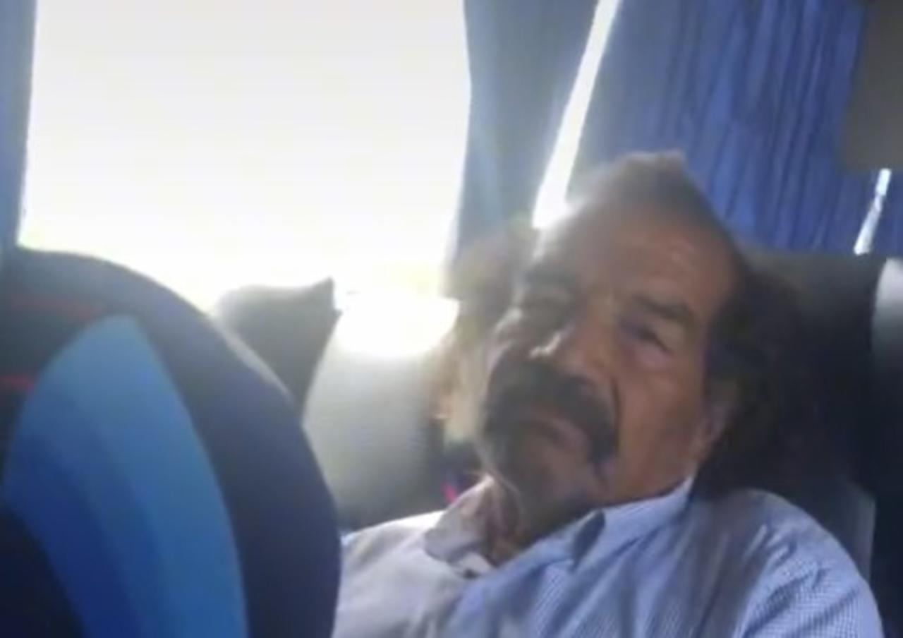 Aplauden valentía de joven al confrontar a un acosador en autobús