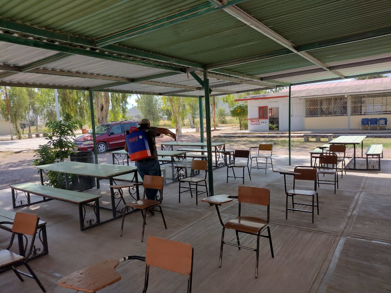 Realizan trabajos de desinfección en 76 planteles educativos de Lerdo