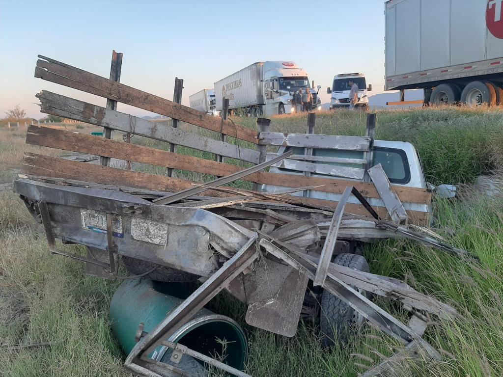 Conductor muere en aparatosa volcadura sobre la carretera libre Gómez Palacio-Durango