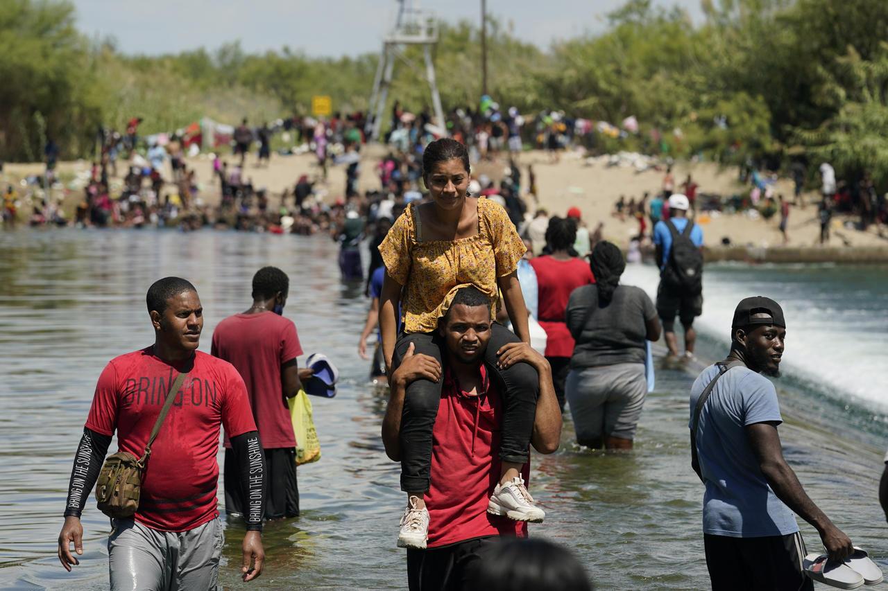 Acuña expresa preocupación por falta de apoyo a llegada de migrantes que cruzan a EUA