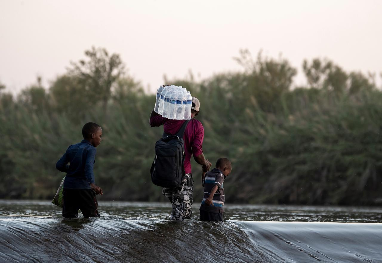 Haití expresa preocupación por situación de sus ciudadanos en frontera de Texas con México