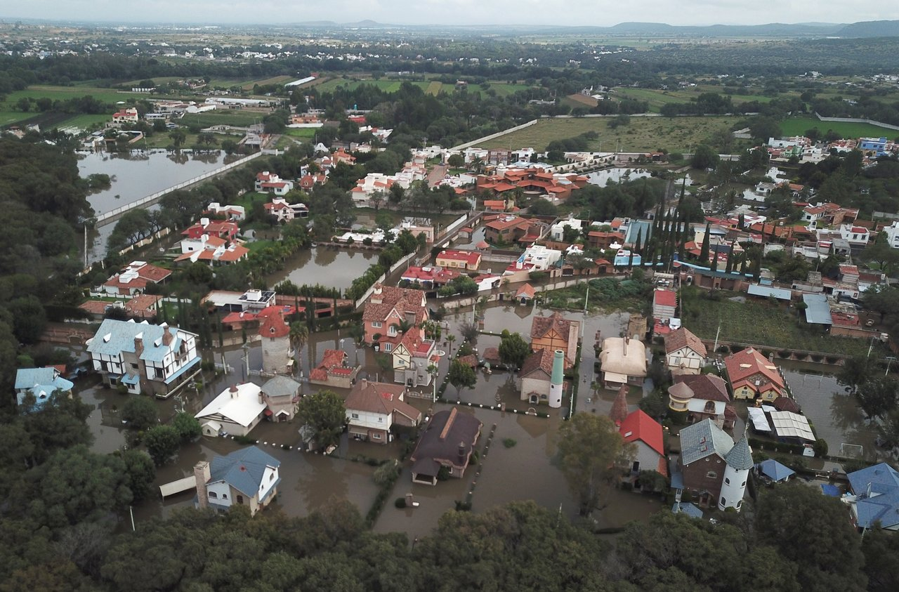 Lluvias provocan desborde de una presa en Tequisquiapan, Querétaro