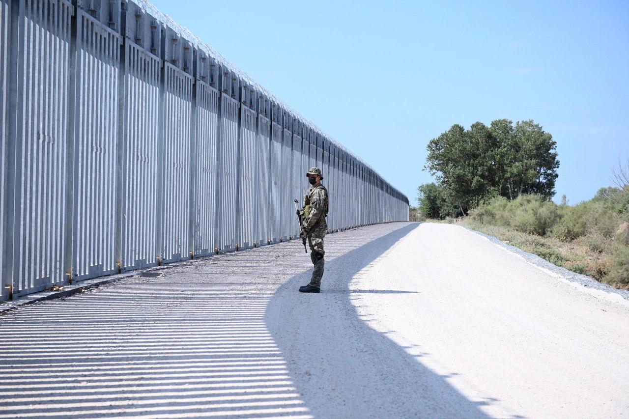 La 'árbitro' del Senado asesta golpe a plan migratorio de Biden