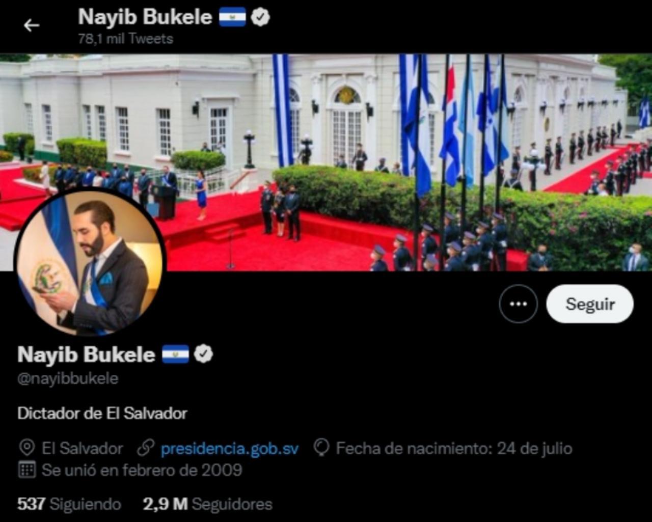 El presidente Nayib Bukele escribe en su biografía de Twitter 'dictador de El Salvador'