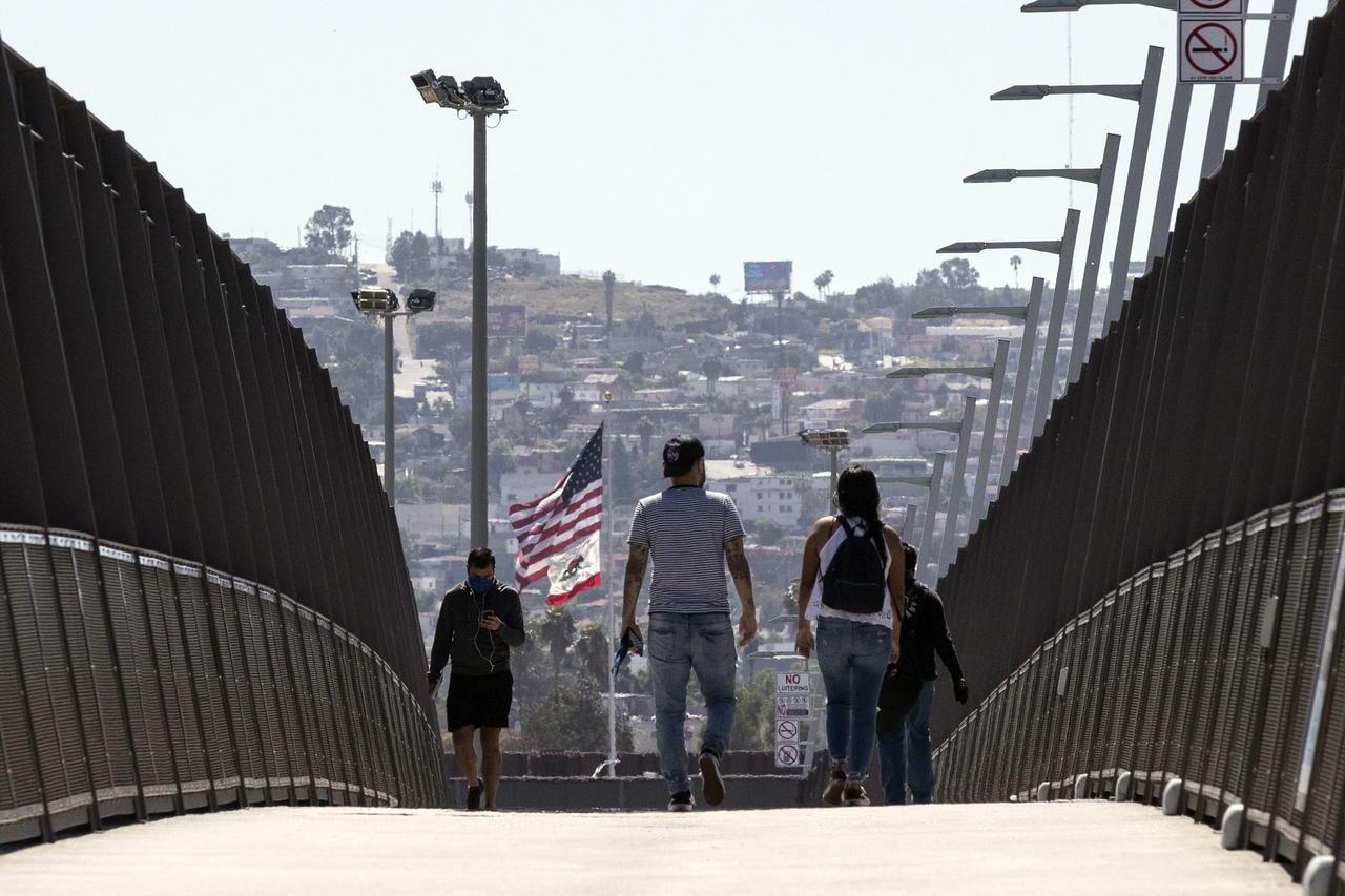 Estados Unidos extiende el cierre de fronteras terrestres con Canadá y México