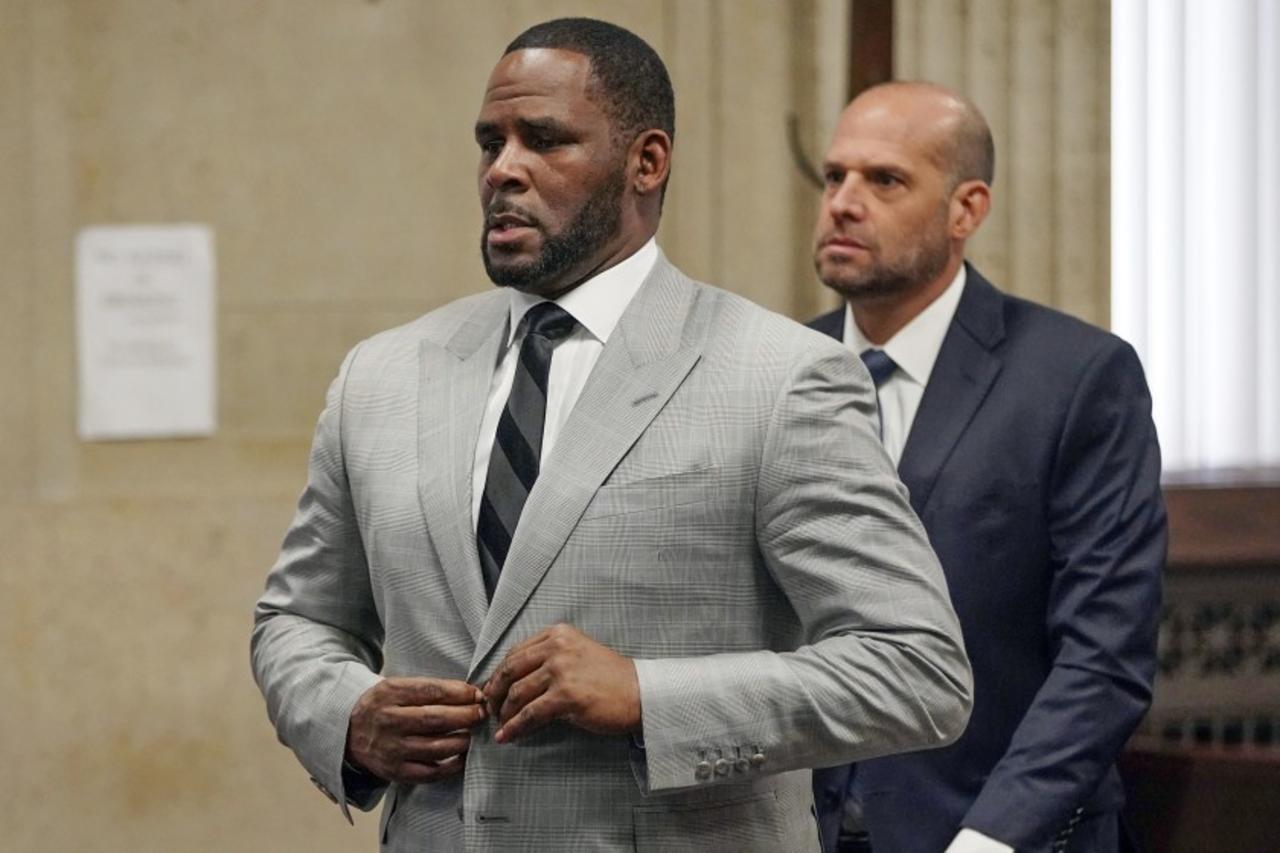 Fiscales finalizan presentación de caso contra R. Kelly