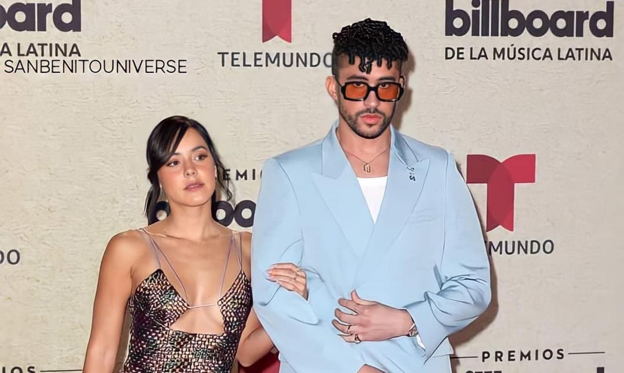 Bad Bunny presume a su novia Gabriela Berlingeri en los Latin Billboards 2021