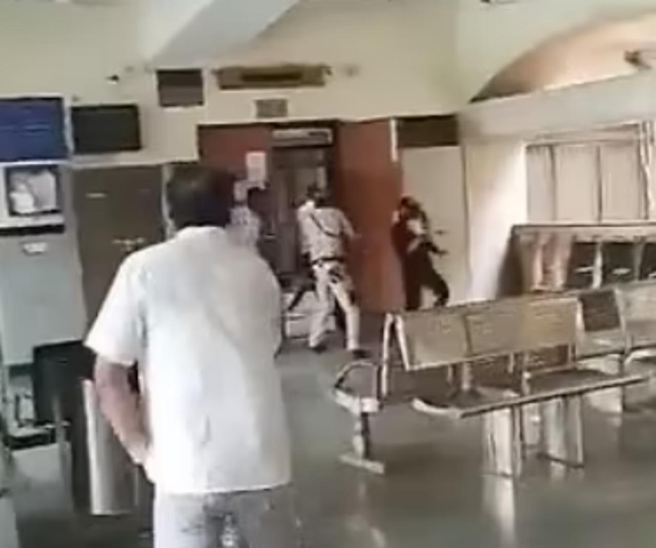 Hombres vestidos de abogados acribillan a líder de pandilla en un tribunal y son abatidos