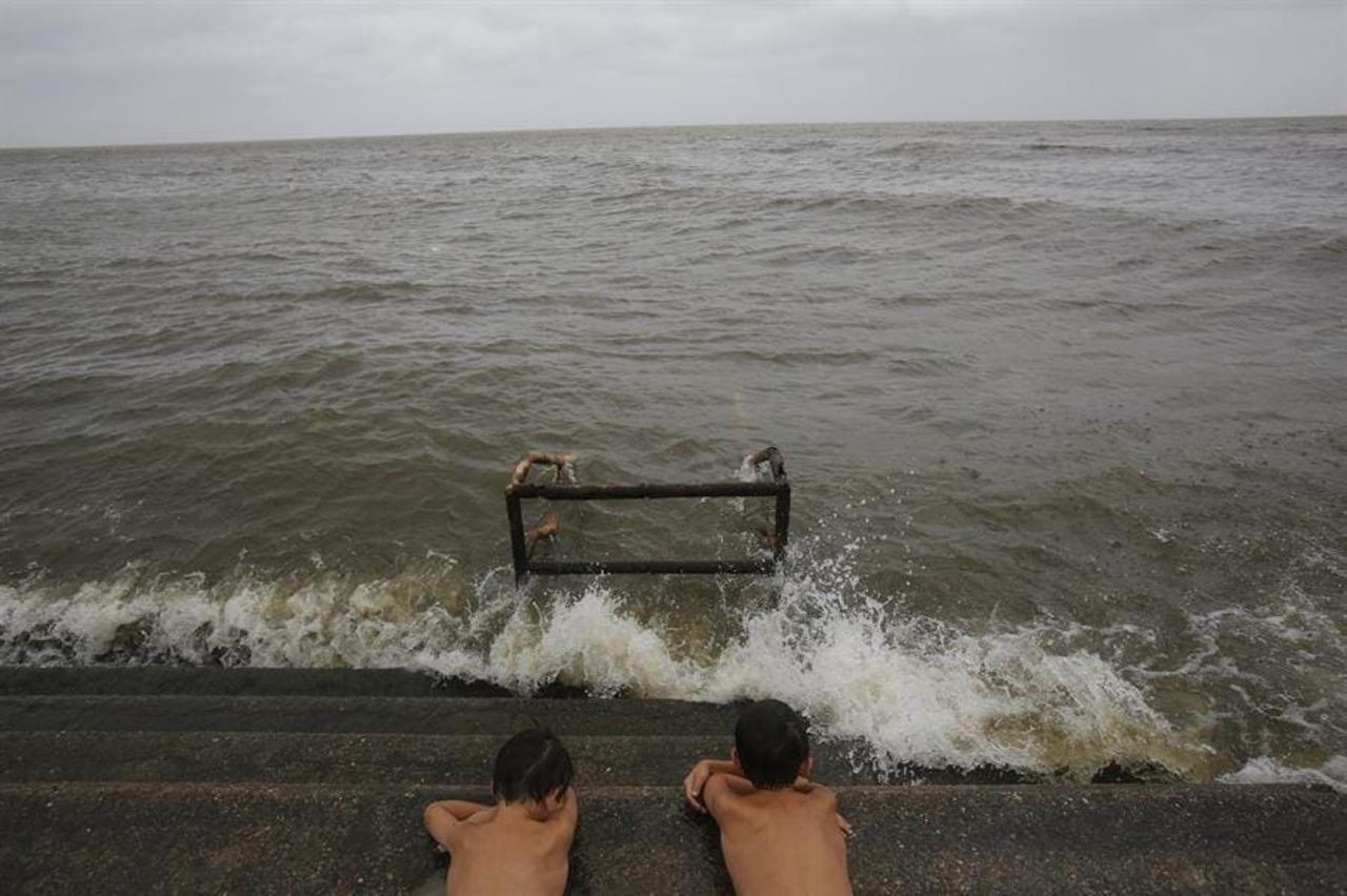 'Sam' se debilita; seguirá siendo un ciclón mayor sin tocar tierra