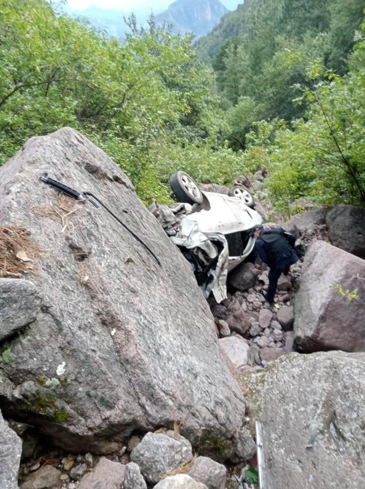 Varón pierde la vida en volcadura