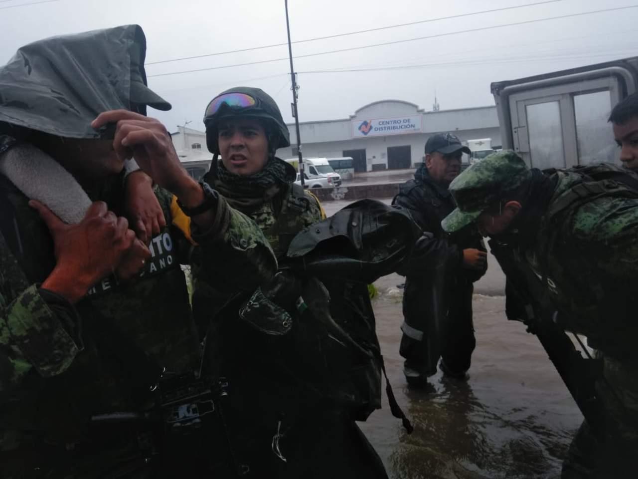 Ejército evacúa a familias afectadas por lluvias en El Salto