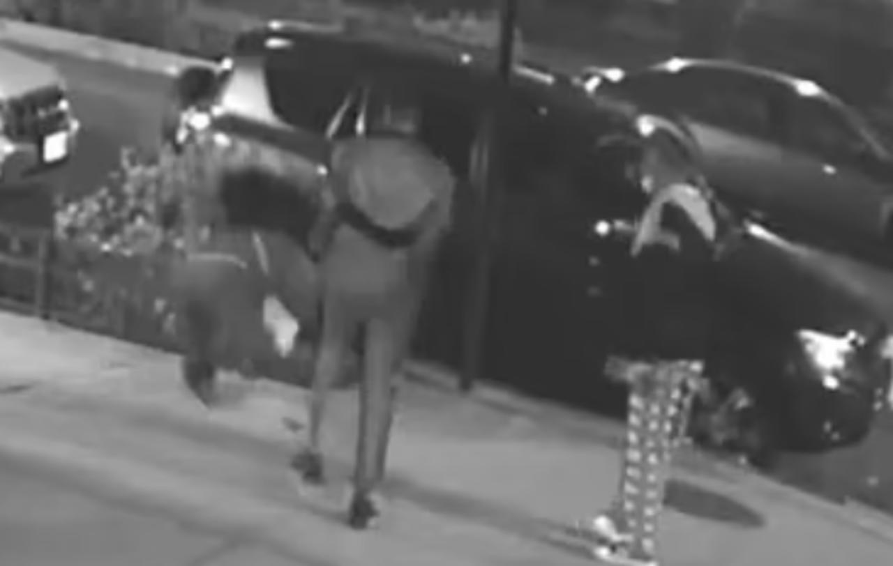 Mujer es brutalmente golpeada y asaltada en plena calle en Nueva York
