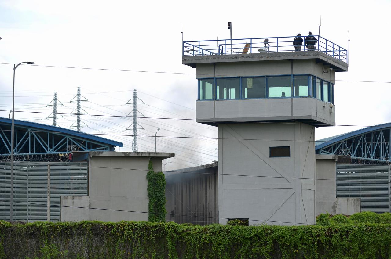 Autoridades investigan el presunto suicidio de cuatro reclusos en una prisión de Guayaquil